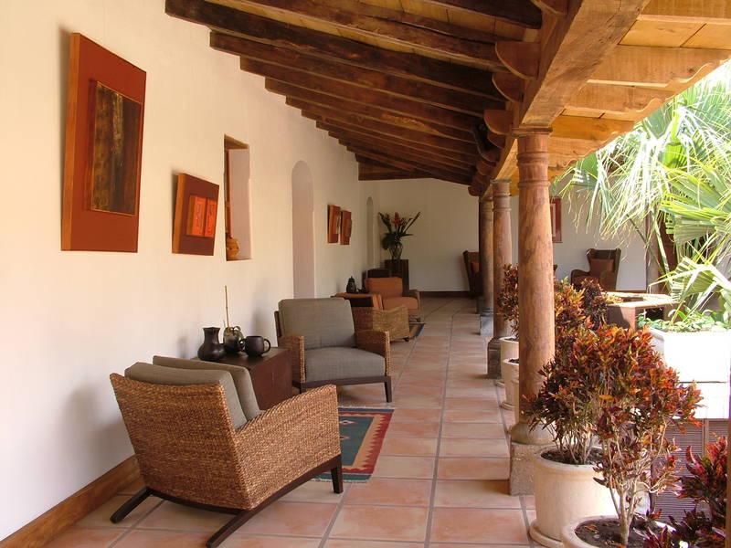 Los almendros de san lorenzo hotel metztli tours for Casas coloniales interiores